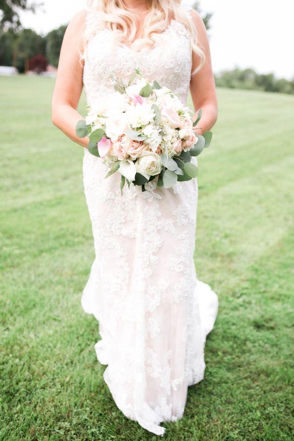 Elegant Bride in lace
